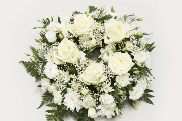 A classic presentation of Roses, Chrysanthemums, Lisianthus, Gypsophila and carefully selected greenery. From €70.